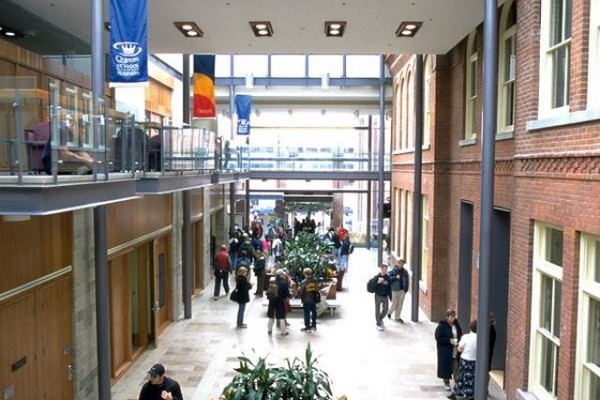 queens-school-of-business-goodes_hall_atrium